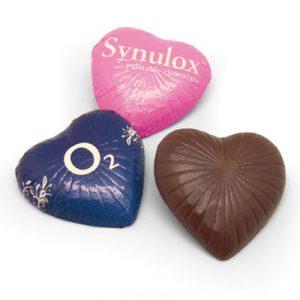 Bombones individuales con forma de corazón personalizados.
