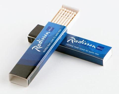 Soporte personalizable con 20 palillos de madera.
