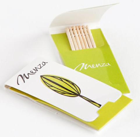 Soporte personalizable con 5 palillos de madera