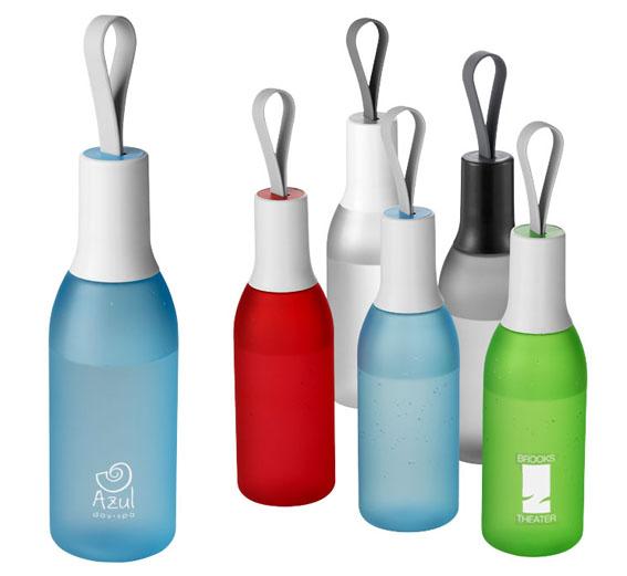 Botella de diseño fabricada en tritán de 650 ml. con correa de silicona.