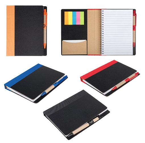 Libreta de espiral con tapas de cartón reciclado, notas adhesivas y porta tarjetas con bolígrafo incluido.