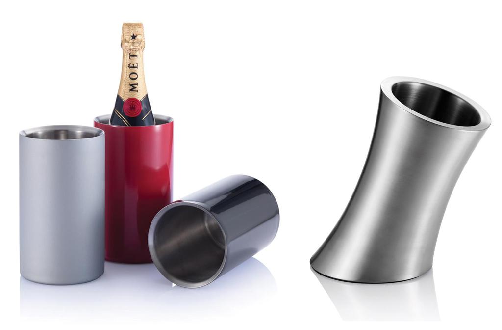 Elegantes enfriadores de vino de acero inoxidable.