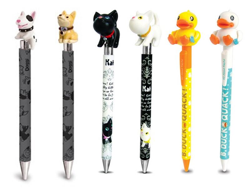 Bolígrafos con detalles de animales.