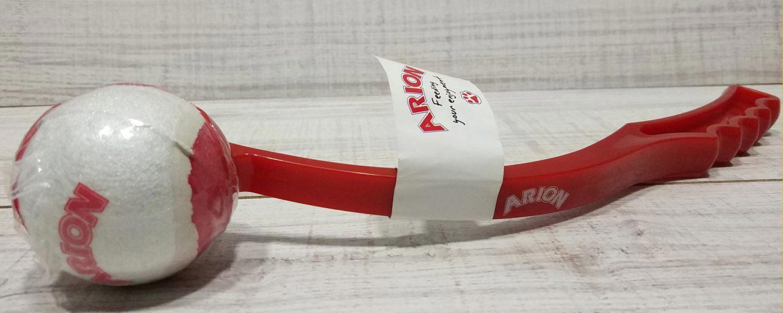 Pelota para perros con palo para recpgerla de la marca Arlon