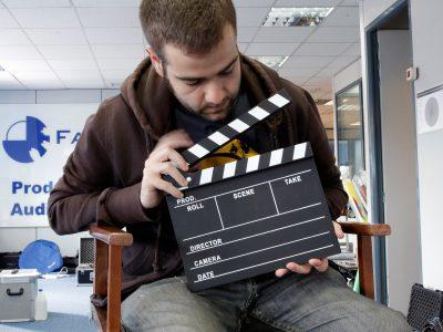 Director de cine con claqueta