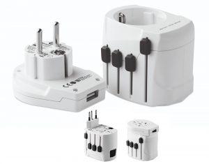 daptador de viaje SKROSS de 3 polos, ideal para viajeros europeos (toma Schuko estándar). Apto para conectar dispositivos potentes, como ordenadores portátiles y secadores de pelo