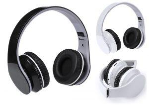 Sólidos y resistentes auriculares de diadema plegables con conexión bluetooth y en sobrio diseño bicolor. Con panel de control integrado en el auricular, función manos libres, radio FM, ranura para tarjetas mini SD de hasta 32 GB de capacidad y recargables mediante cable USB -incluido-.